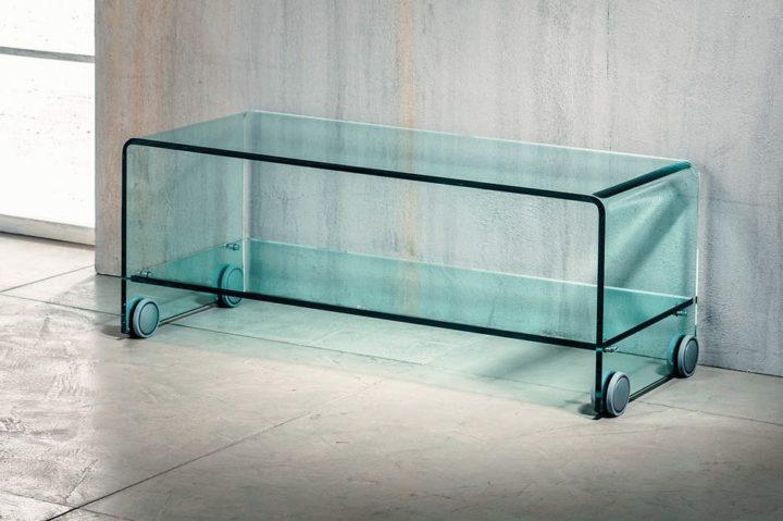 Il vetro curvato per il porta TV di Imago Factory Flix: il ritratto